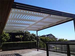 2 Folding Arms Adjustable Louvre Roof For Entertainment Area